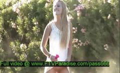 Mesmerising Blonde Flashing Outdoor