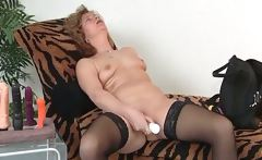 Mature slut in stockings use big dildo